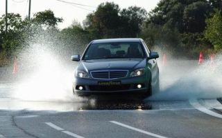 Что такое аквапланирование автомобиля и что с этим делать?