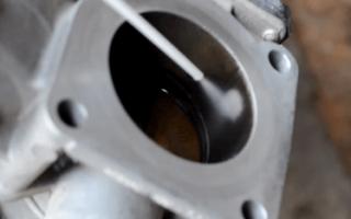Чистка дроссельной заслонки на Приоре – разбираем в деталях