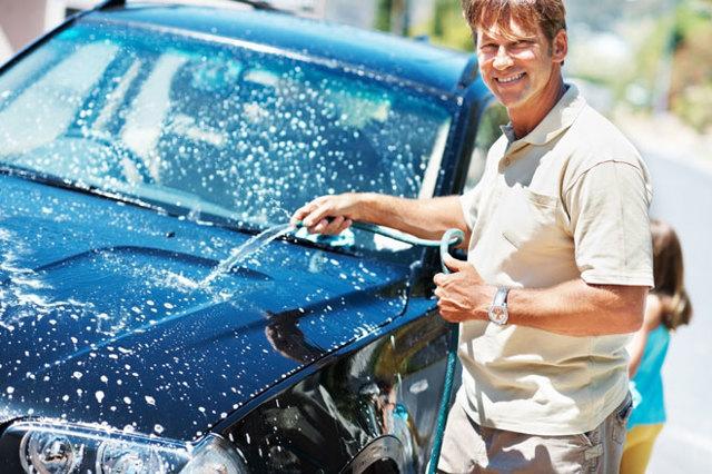 Как моют машины на автомойках? Все виды контактных и бесконтактных чисток