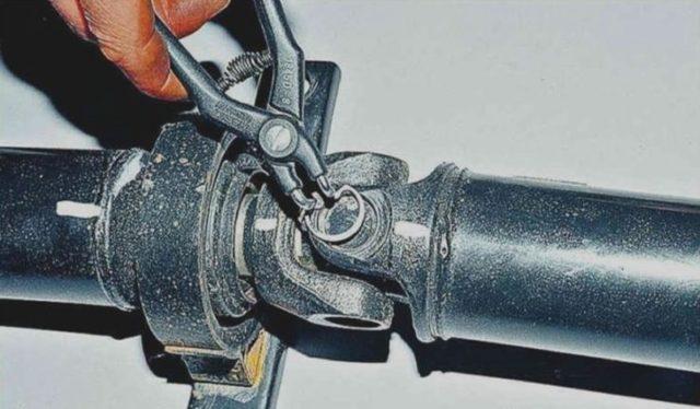 Замена крестовины карданного вала на ваз 2107. Даже это будет ломаться