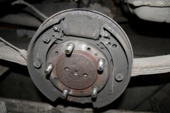 Как снять прикипевший тормозной барабан? 3 способа