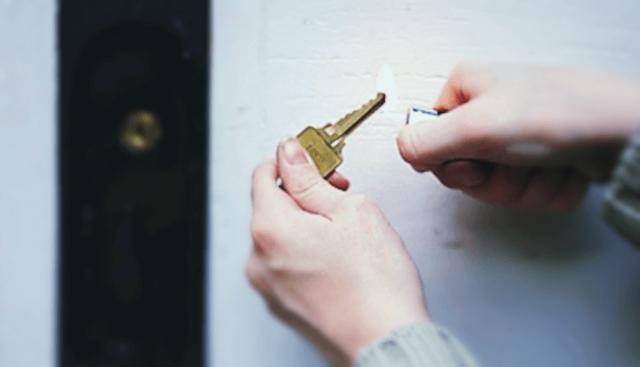 Что делать, если не открывается дверь в машине изнутри и снаружи? Несколько доступных способов