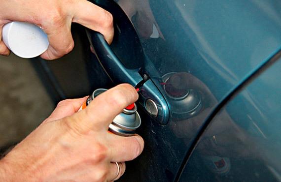 Что делать, если не закрывается дверь в машине на морозе? Зимние неприятности