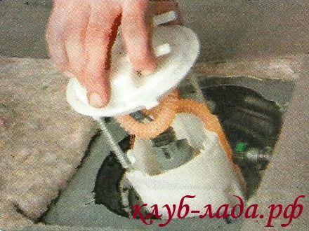 Как снять бензонасос на ладе калина? Избегаем всех неприятных моментов