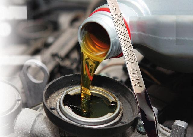 Почему повысился уровень масла в двигателе? 4 причины