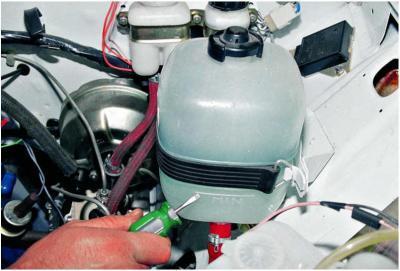 Замена охлаждающей жидкости на ваз 2106. Нужно каждые 40.000 км. Пробега