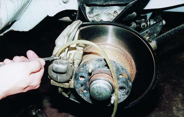 Почему при торможении бьёт педаль тормоза? Избавляемся от надоедливой проблемы