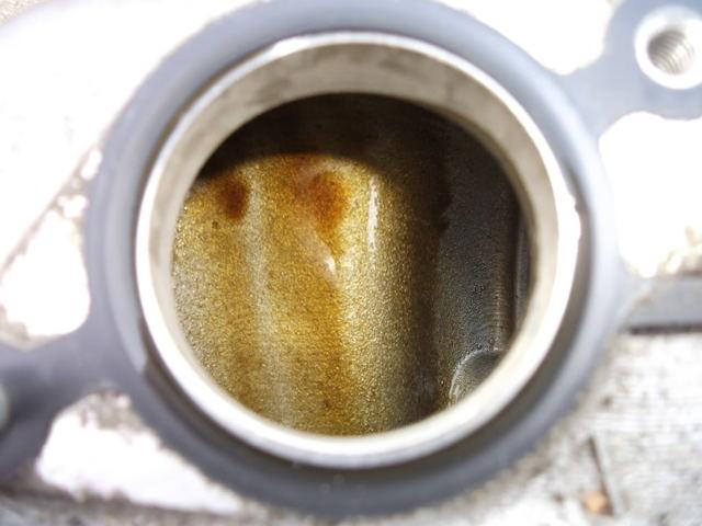 Причины попадания масла во впускной коллектор. Список и действия