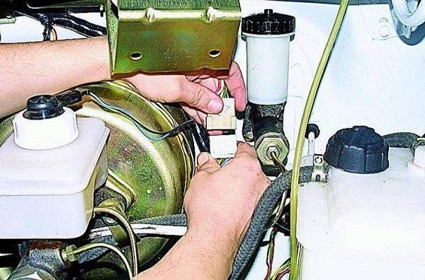 Самостоятельная замена трапеции стеклоочистителя на ваз 2110