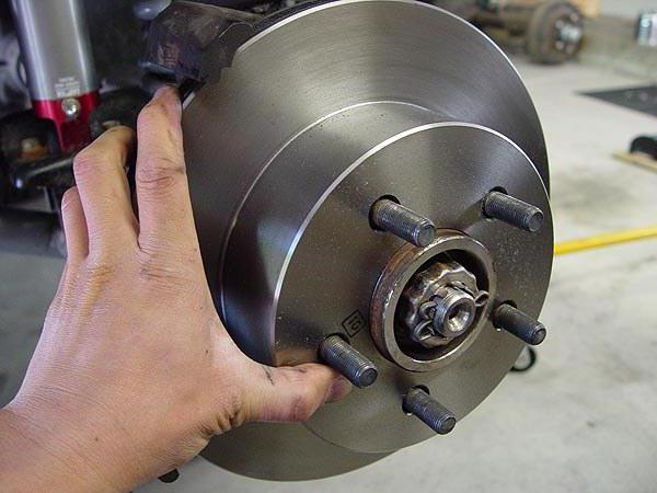 Замена тормозных дисков и колодок своими руками. Плановое то каждой машины