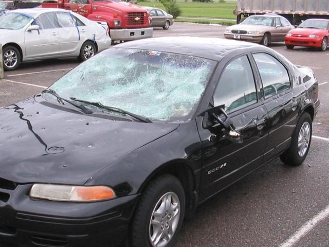 Что делать, если машину побило градом? Что говорят страховщики?