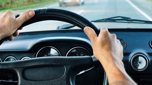 Что делать, если руль бьет на малой скорости или при торможении?