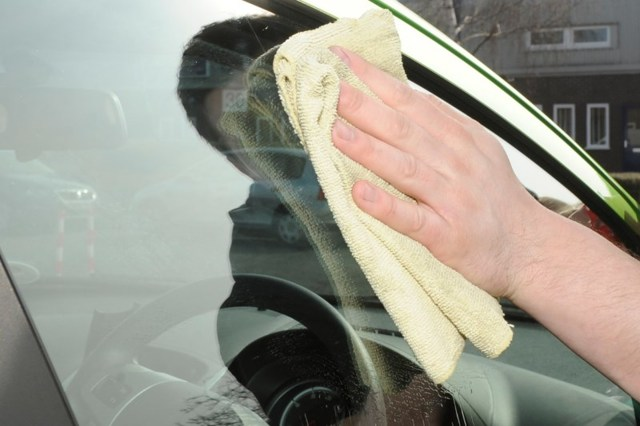 Как отполировать лобовое стекло своими руками? Несколько советов для владельцев авто