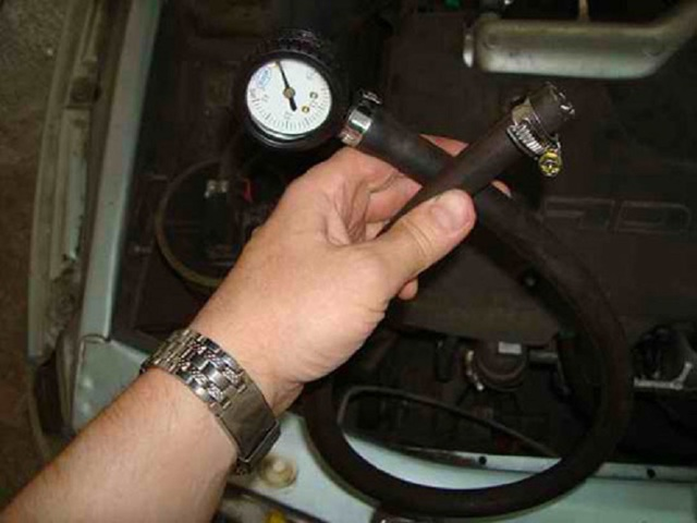 Как проверить давление в топливной рампе своими руками? Несколько хороших способов
