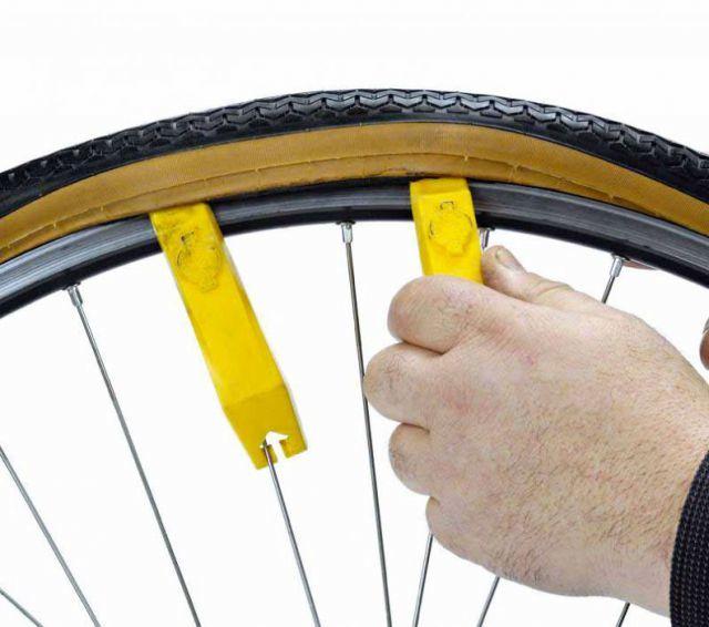 Как снять и одеть резину с диска самому? В дороге пригодится