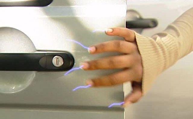 Почему от машины бьет током и что делать? Причины и их устранение