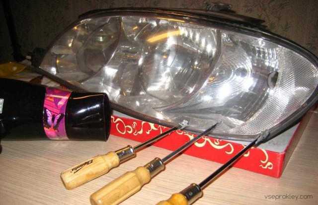 Чем приклеить стекло фары? Обзор герметиков и способов