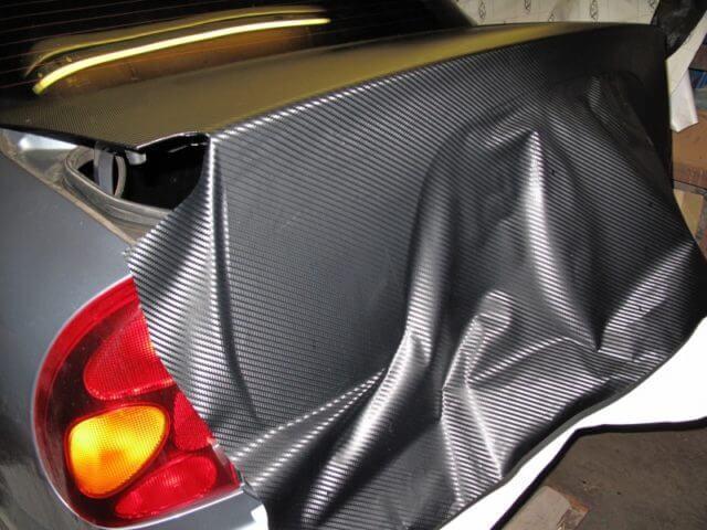Как клеить пленку на машину? Рассматриваем сухой и мокрый способ