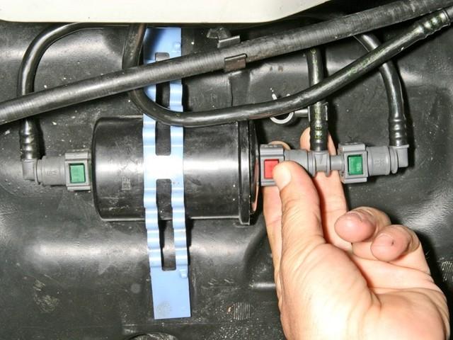 Тонкости замены топливного фильтра на renault logan. Разбор всех действий