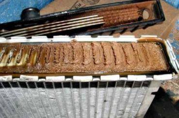 Как промыть радиатор охлаждения двигателя? 3 действенных способа