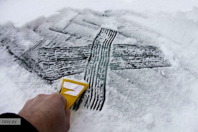 Как правильно чистить машину от снега? Банальные ошибки и советы