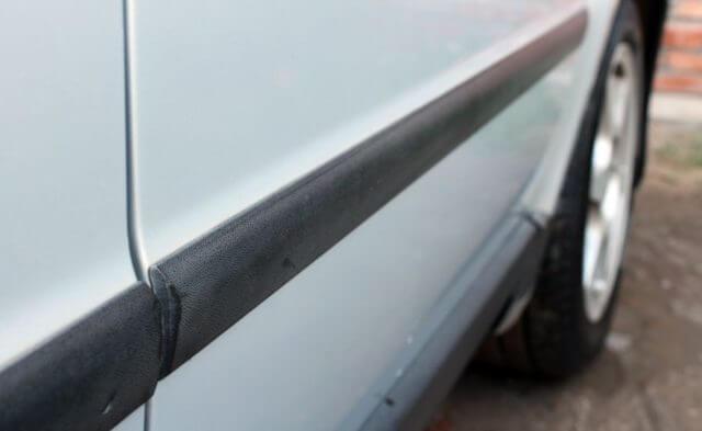 Чем приклеить молдинг на дверь авто? Советы обзор