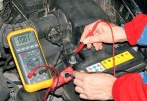 Что делать, если разрядился аккумулятор в машине? С этим столкнется каждый