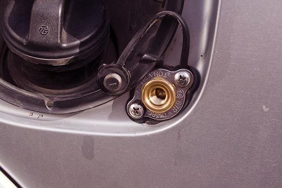 Как снять лючок бензобака? Рассматриваем способы на популярных авто