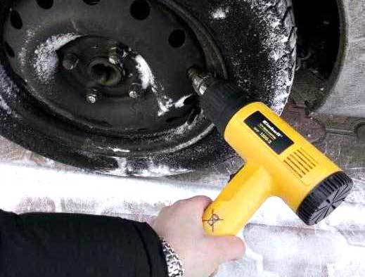Что делать, если примерзли тормозные колодки ручника? Простой список действий