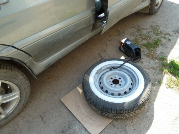 Что делать, если попал саморез в колесо? Экстренные меры