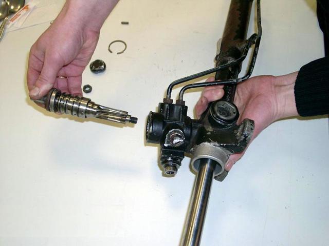 Рассматриваем устройство рулевой рейки с гидроусилителем. А также ее основные неисправности