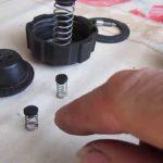 Как разобрать крышку расширительного бачка? Пошаговый способ