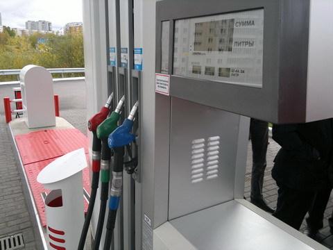Можно ли заливать 92 бензин вместо 95? Обсуждают эксперты