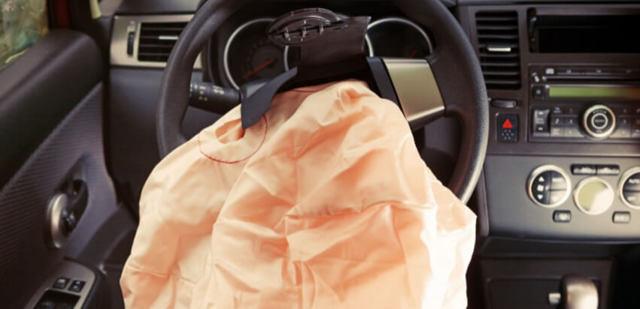 Восстановление подушек безопасности. Как это сделать и нужно ли