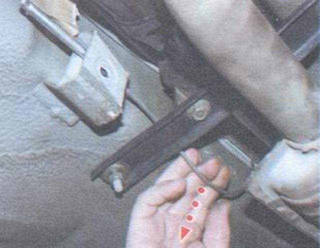 Замена троса ручника на ваз 2107. Никаких сто. Сделай сам