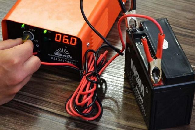 Почему при зарядке аккумулятора кипит электролит? Изучаем и избегаем это