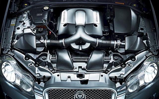 Почему двигатель машины глохнет при нажатии на педаль газа? Популярная проблема