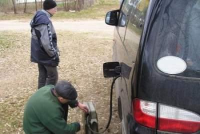 Что делать, если сливают бензин? Видеообзор. 7 способов борьбы с ворами