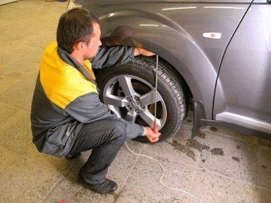Как убрать вмятину на машине без покраски своими руками в домашних условиях? Обозреваем вопрос