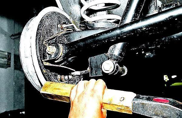 Как снять тормозной барабан на ваз 2107? Попробуй сделать сам