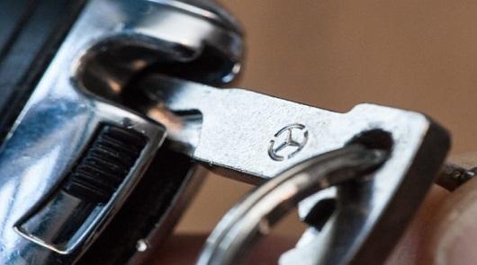 Как поменять батарейку в ключе mercedes и volkswagen? Без этого никуда