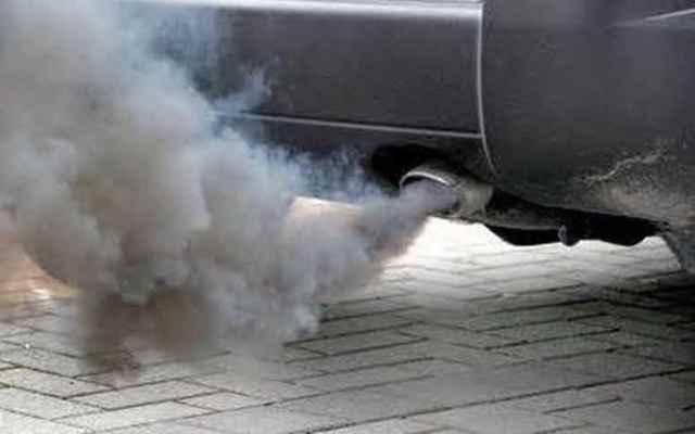 Причины, почему дымит двигатель сизым дымом.