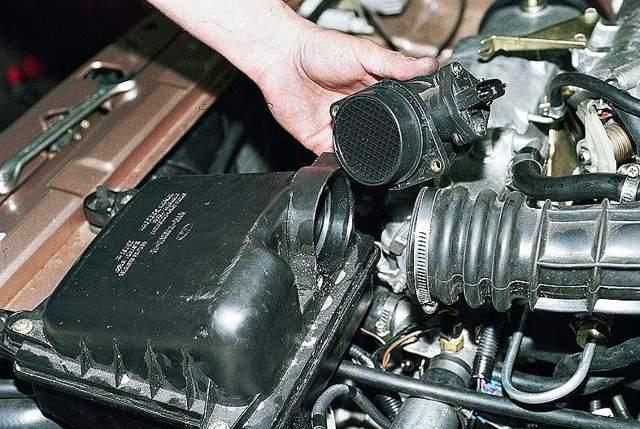 Как проверить датчик массового расхода воздуха? Признаки неисправности?