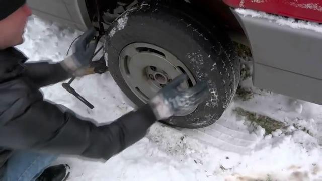 Можно ли ставить на ручник машину зимой, и чем это грозит?