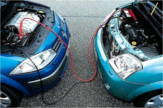 Как завести машину, если замёрз аккумулятор? Можно, но сложно