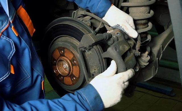 Какая допустимая толщина тормозных дисков? Цифры, факты и рекомендации