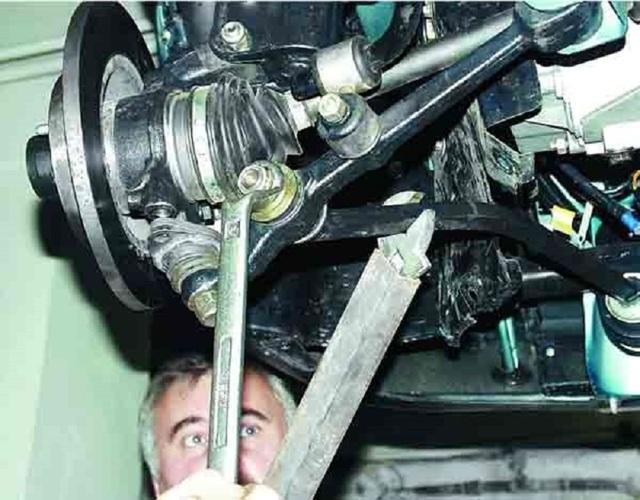 Ремонт передней подвески ваз 2110 своими руками. С этим сталкивается каждый
