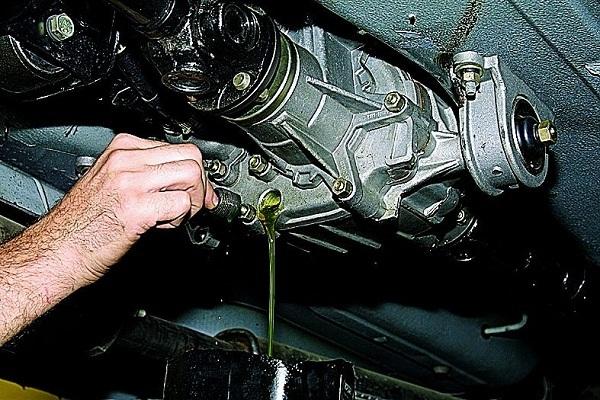 Течь масла между коробкой передач и двигателем. Решаем серьезную проблему
