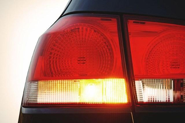 Что делать, если не работают поворотники и аварийка? Ищем неисправности
