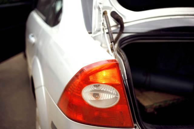 Замена лампочки в бардачке ford focus 2. Иногда случается